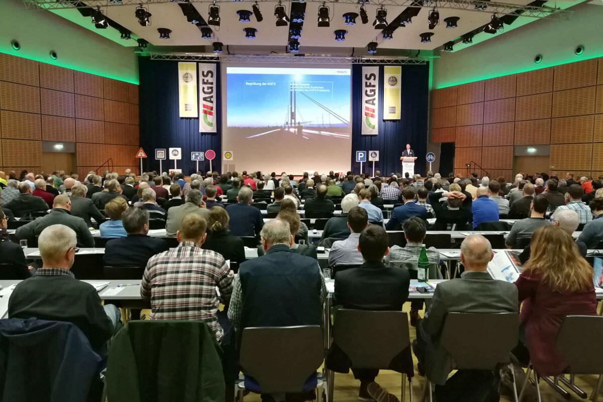 Publikum und Leinwand des AGFS-Kongress 2018