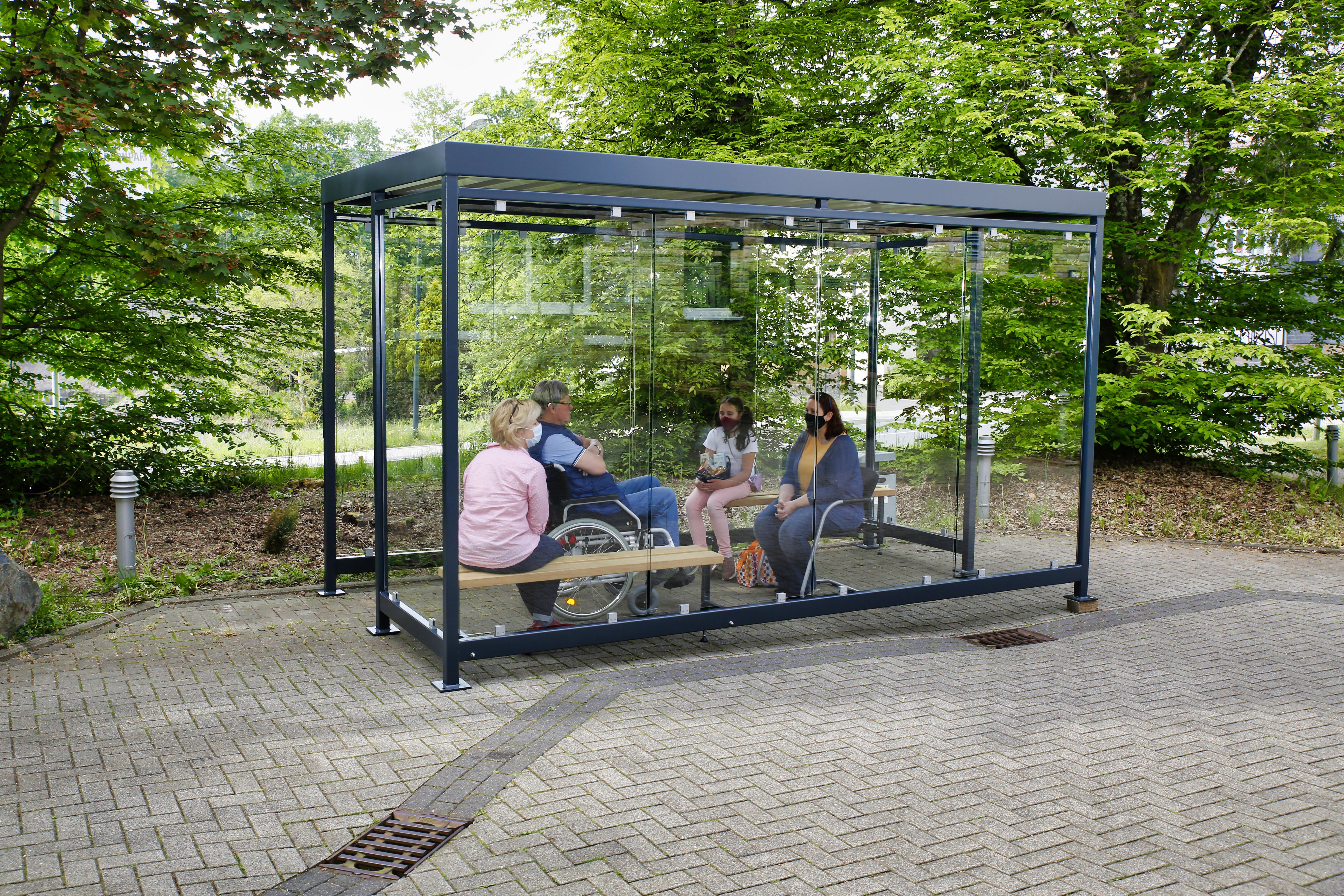 Überdachungssystem mit Glastrennwand